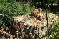 Развалины кирпичного храма